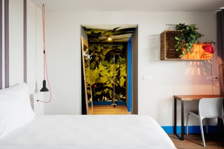 Generator-Urban-Design-Hostels-unusual-interior-design-014-749x500