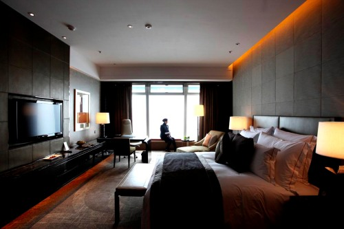 A general view shows a bedroom of the Ritz-Carlton hotel inside the International Commerce Centre (ICC) in Hong Kong on March 29, 2011. Occupying the 102nd to 118st floors, the world's highest hotel opened its doors housed in the city's tallest skyscraper and offering unrivalled panoramic views of the world famous Victoria Harbour. AFP PHOTO / ED JONES (Photo credit should read Ed Jones/AFP/Getty Images)