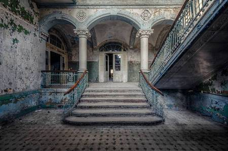 blue-toned-grand-staircase
