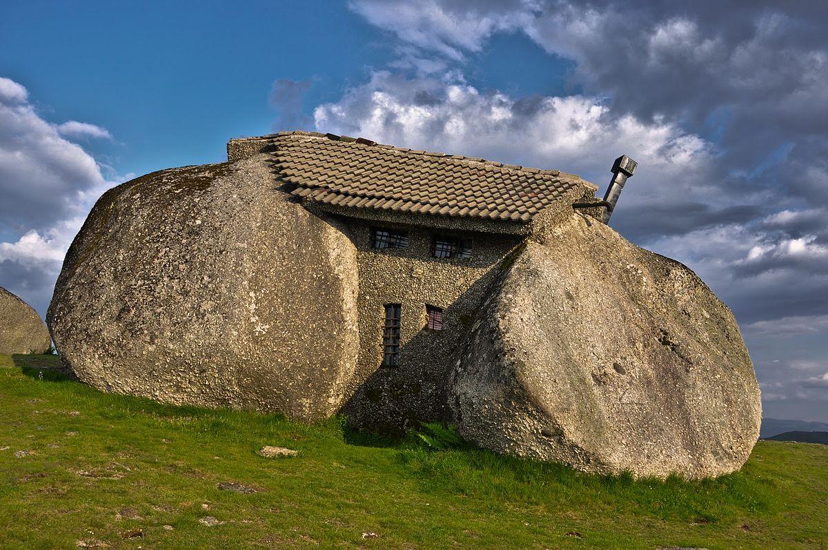 La casa de piedra de Casa do Penedo, Fafe,Portugal